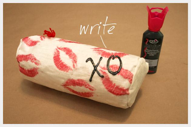 DIY Printed Make Up Bag Paint