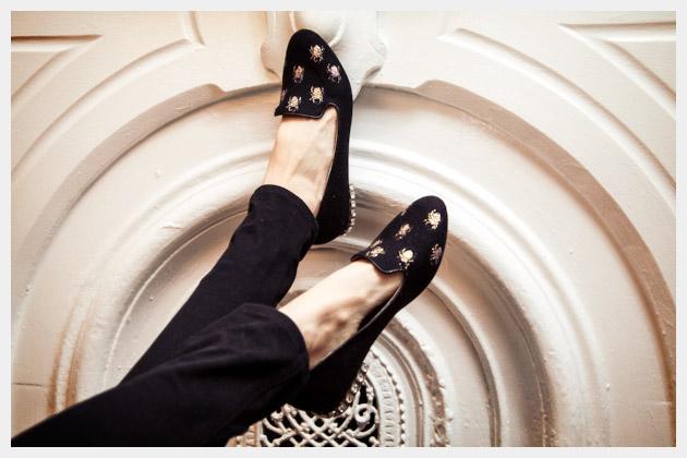 Halloween Spider Loafers DIY Photo Mantle