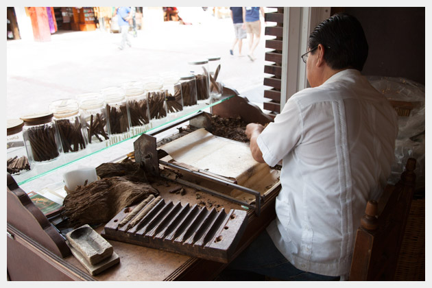 Cigar Maker in Playa Del Carmen