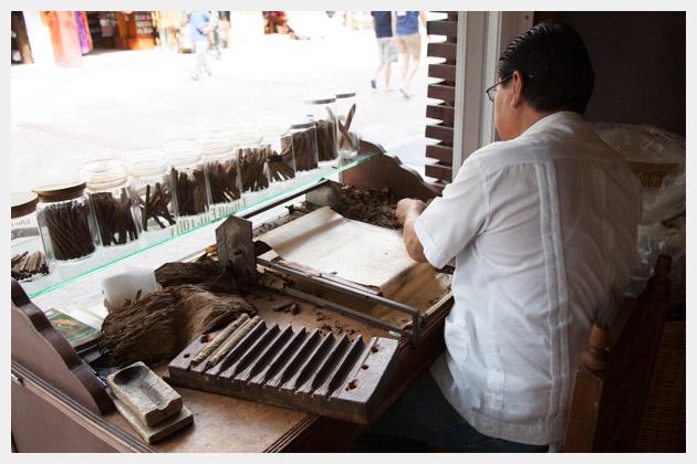 Cigar Maker in Playa Del Carmen