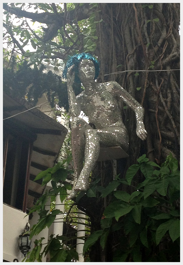 Mirrored Sculpture Playa Del Carmen