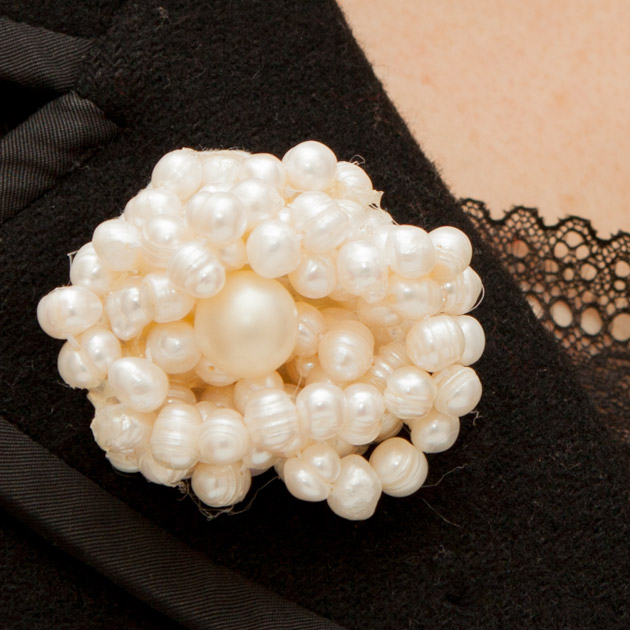 Twisted Pearl Brooch DIY Thumbnail