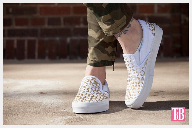 Stenciled DIY Sneakers Photo 3