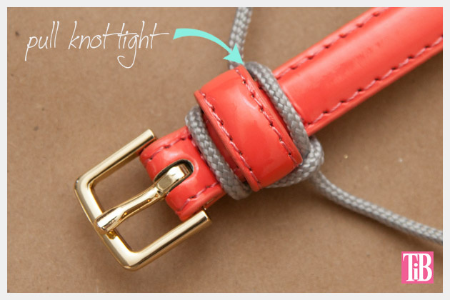 Paracord Belt DIY Pulling the Knot Tight