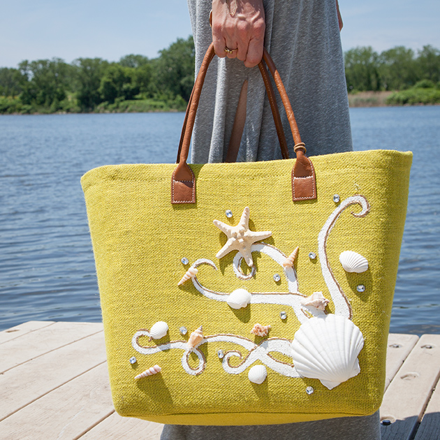 DIY Beach Tote With Shells