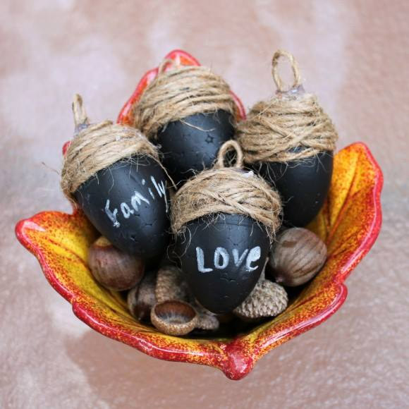 Chalkboard Acorn Place Cards by Dollar Store Crafts