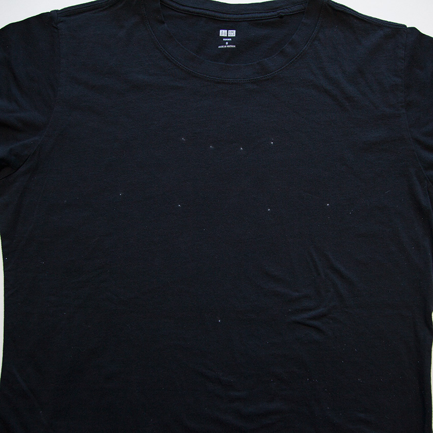 Tee with Chains chalk dots
